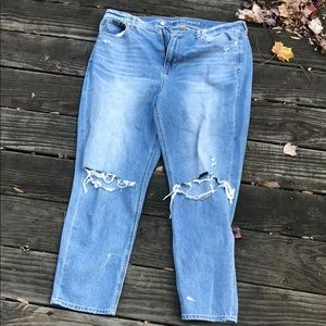 American Eagle Ripped Mom Jean Distressed
